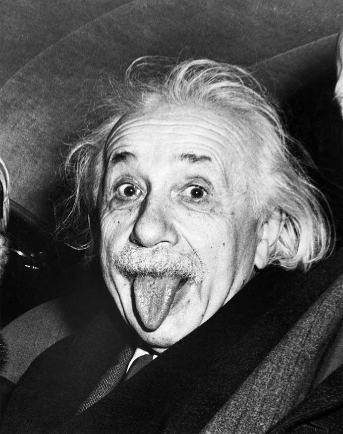 Albert Einstein sacando lengua